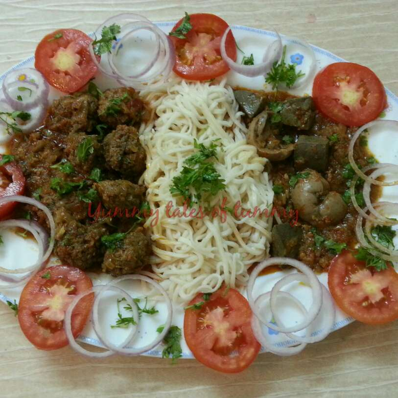 Photo of Mutton kofte in gravy with Hakka Noodles by Lata Lala at BetterButter
