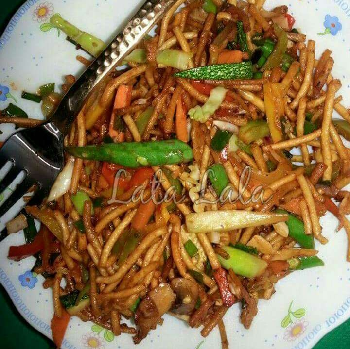 How to make Chinese Bhel (Crispy Noodles Salad)