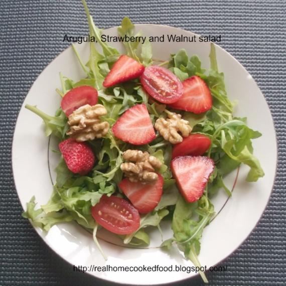How to make Arugula, Strawberry and Walnut salad