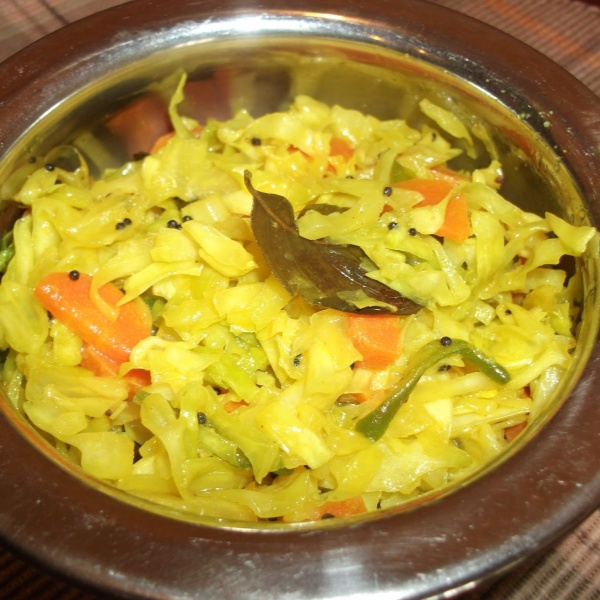 How to make Cabbage and Carrot Sambharo /Quick Stir fry of Cabbage and Carrot