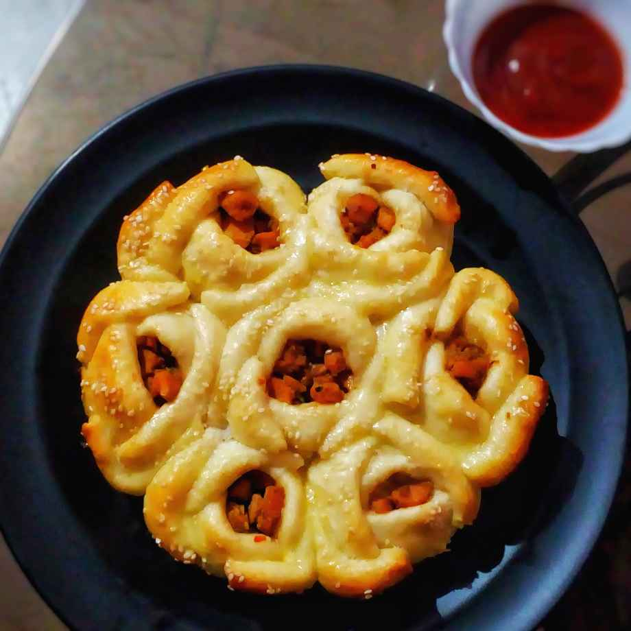 Photo of Barbecue chicken stuffed rose bouquet buns by Lopamudra Mukherjee at BetterButter