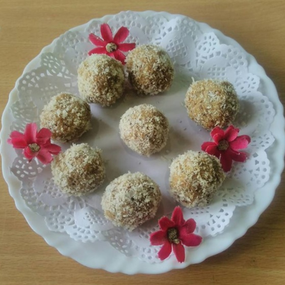 Photo of Sooji/ Rawa Besan Coconut Ladoo by Lynette Dsouza at BetterButter