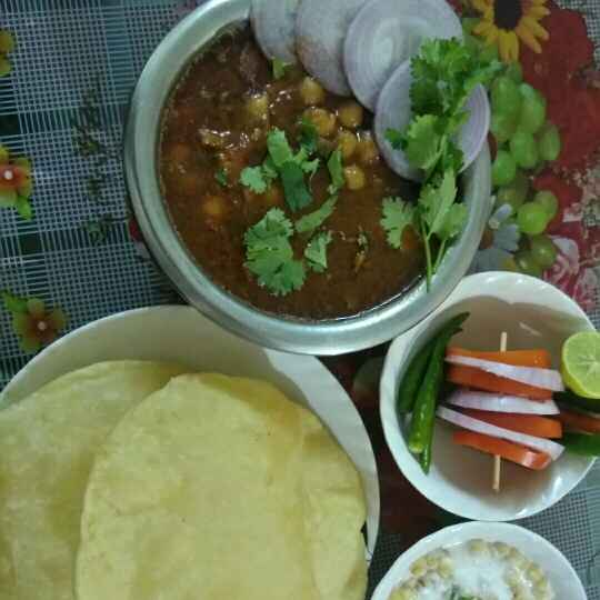 Photo of Chana Bhatura by Madhu Makhija at BetterButter