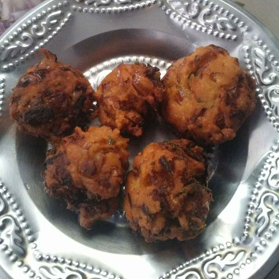 Photo of Gram onion vadai by Maharasi Devendiran at BetterButter