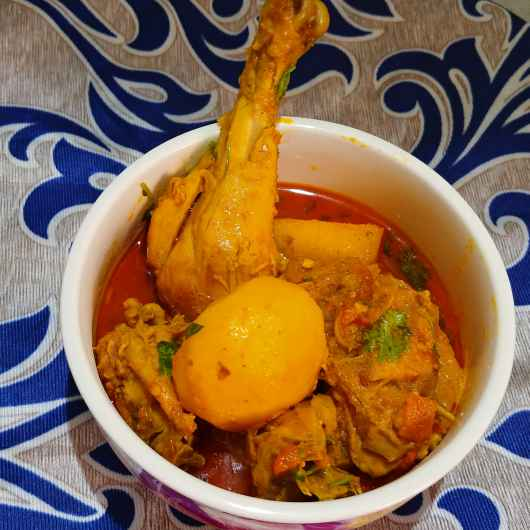 How to make Aloo murgir jhol ( masala chicken curry with potato )