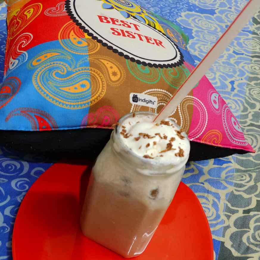 Photo of chocolate banana smoothi by Mahek Naaz at BetterButter