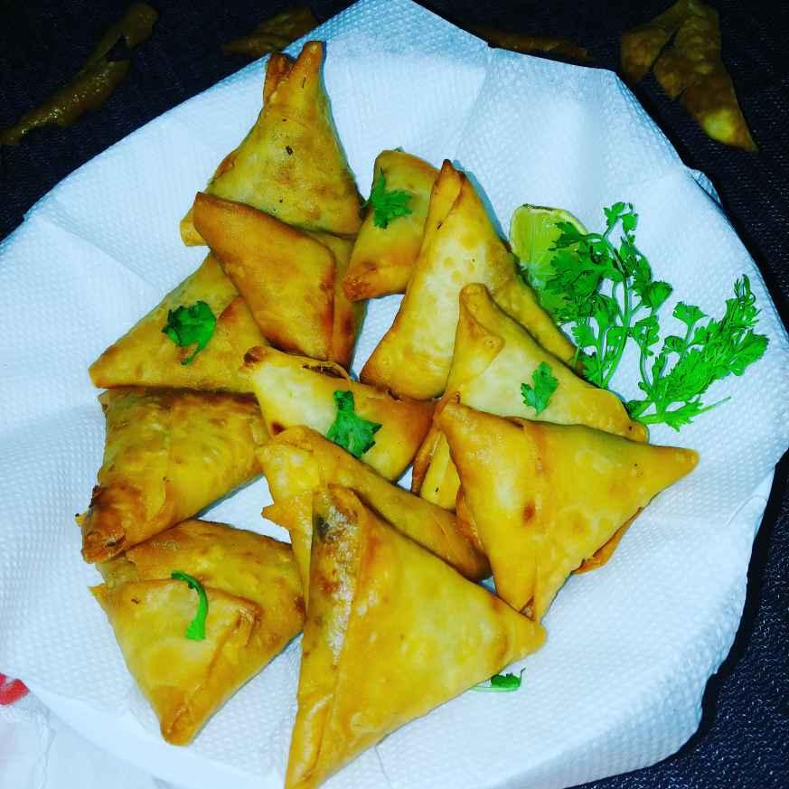 Photo of Mini chicken samosas by Mahek Naaz at BetterButter