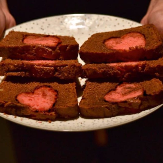 """How to make Romantic Chocolate and Strawberry """"Hidden-Hearts"""" cake!"""
