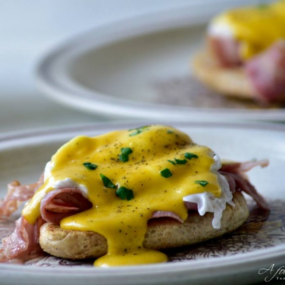 How to make Eggs Benedict - A classic American breakfast!