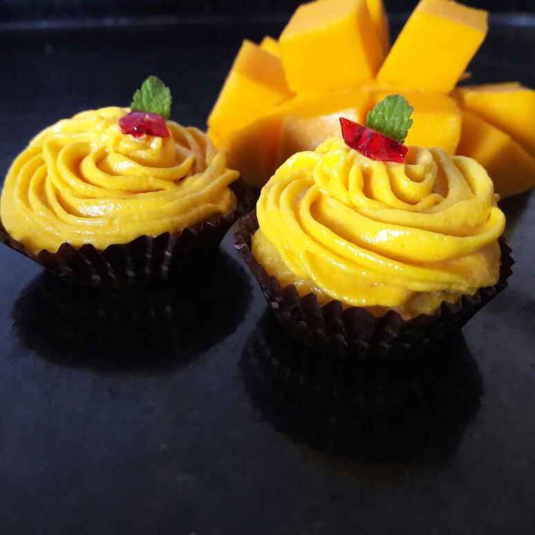How to make Eggless mini mango cup cakes with mango frosting