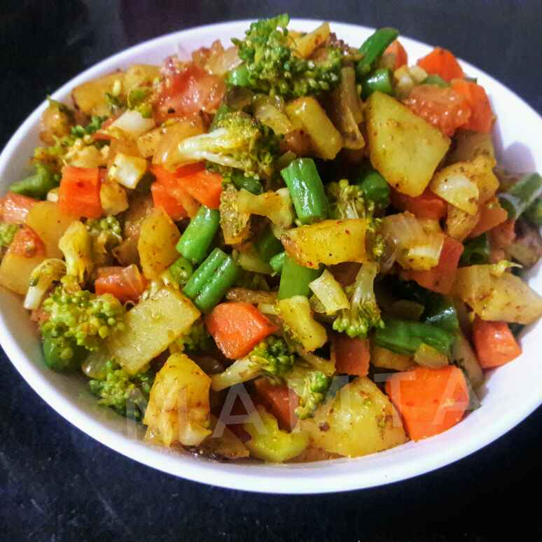 Photo of Stir fried vegetable ( chinese flavour ) by Mamta Joshi at BetterButter