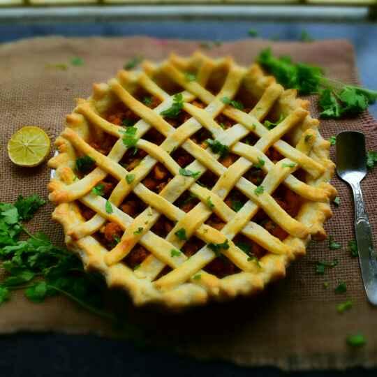 How to make Butter Chicken Pie