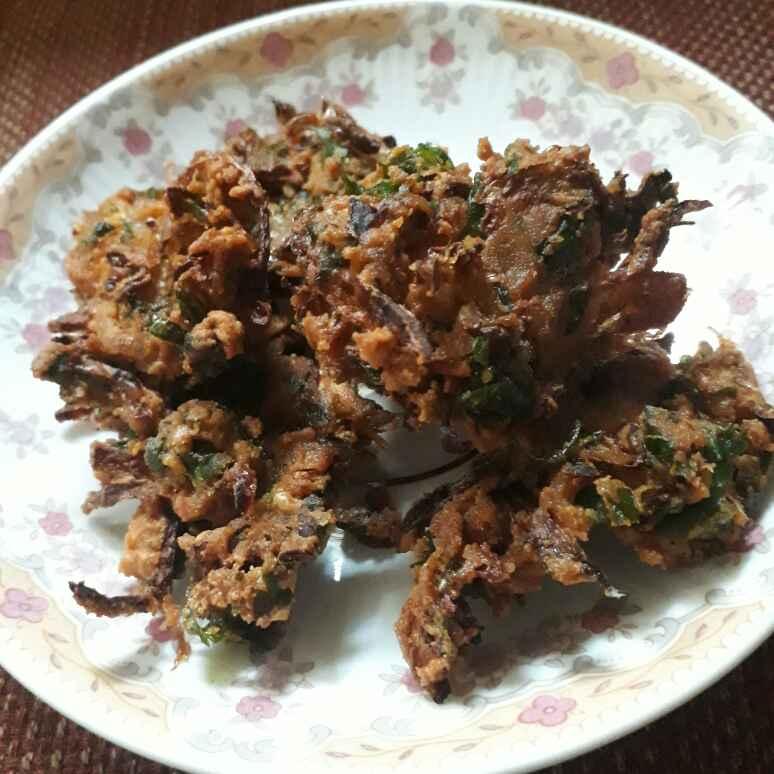 Photo of Cabbage and Palak pakoda by Savitha Poovaiah at BetterButter