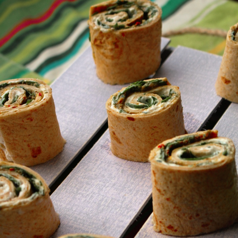 How to make Tortilla pinwheels (Spinach and cheese-Pesto Mini Bites)