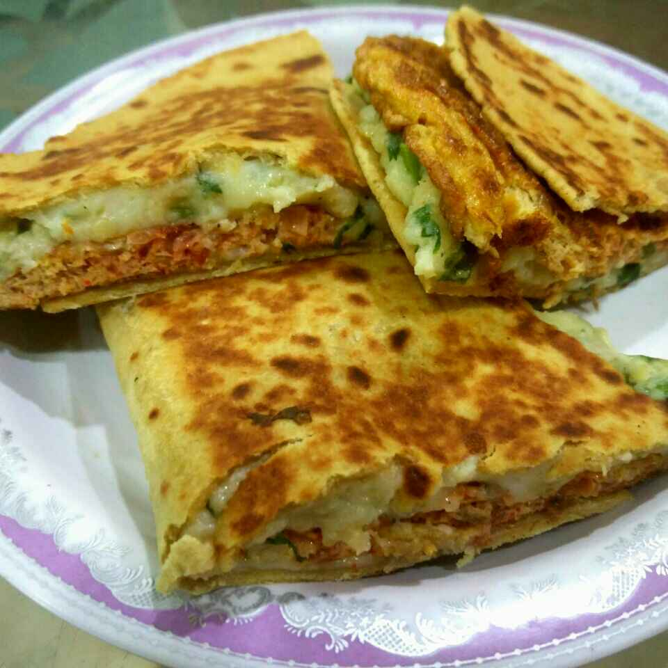 How to make Breakfast Quesadilla with Mash Potato and Egg Omelette