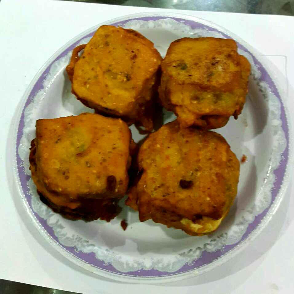How to make Egg and Cheese Stuffed Bread Pakoda ( A healthy start of the day)