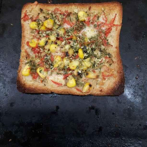 How to make  Cheesy Veggie Garlic Bread