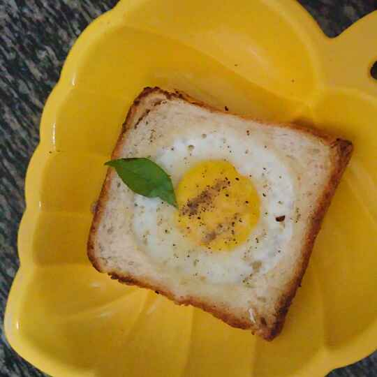 How to make Egg in Bread