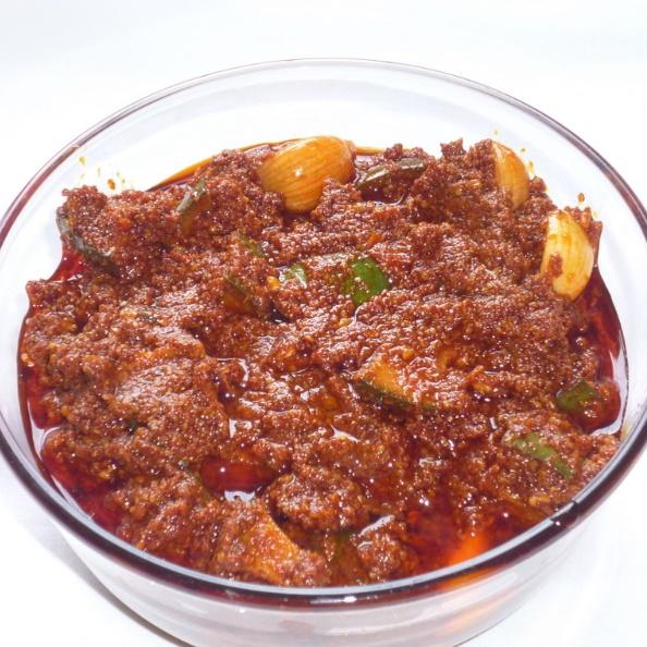 How to make Avakkai Pickle / Andhra Special Mango Avakaya Pickle