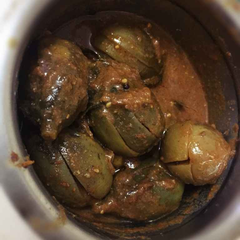 How to make Brinjal stuffed curry