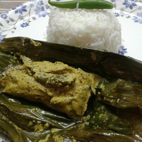 How to make Ilish machher paturi/hilsha fish cooked in banana leaves