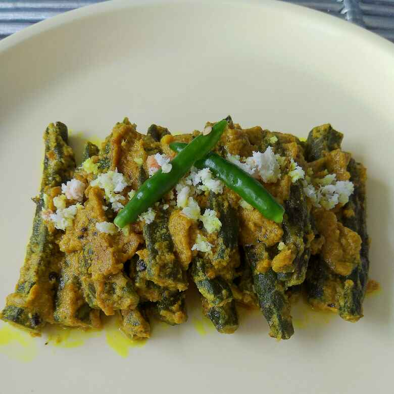How to make Sorso Posto Bhindi(Lady's fingers in Poppy Seeds and Mustard Seeds Gravy-Bengali Style)