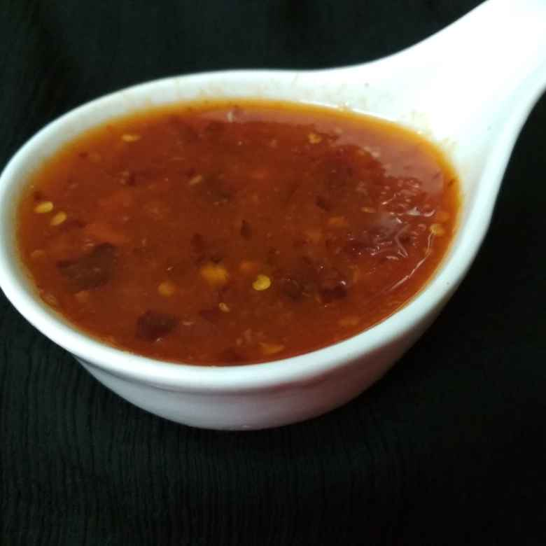 How to make Thai Style Red Chilli Sauce.