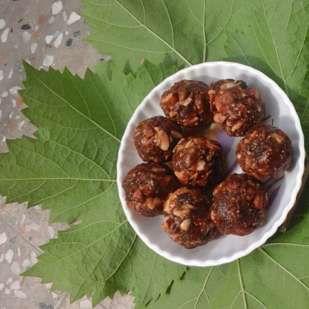 How to make Dates laddoos