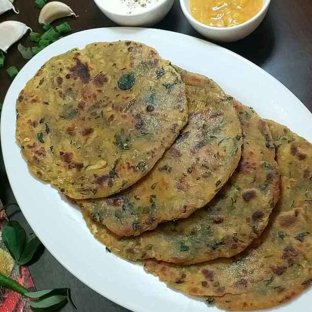 How to make Methi Lahsun Paratha (Fenugreek Garlic Paratha)