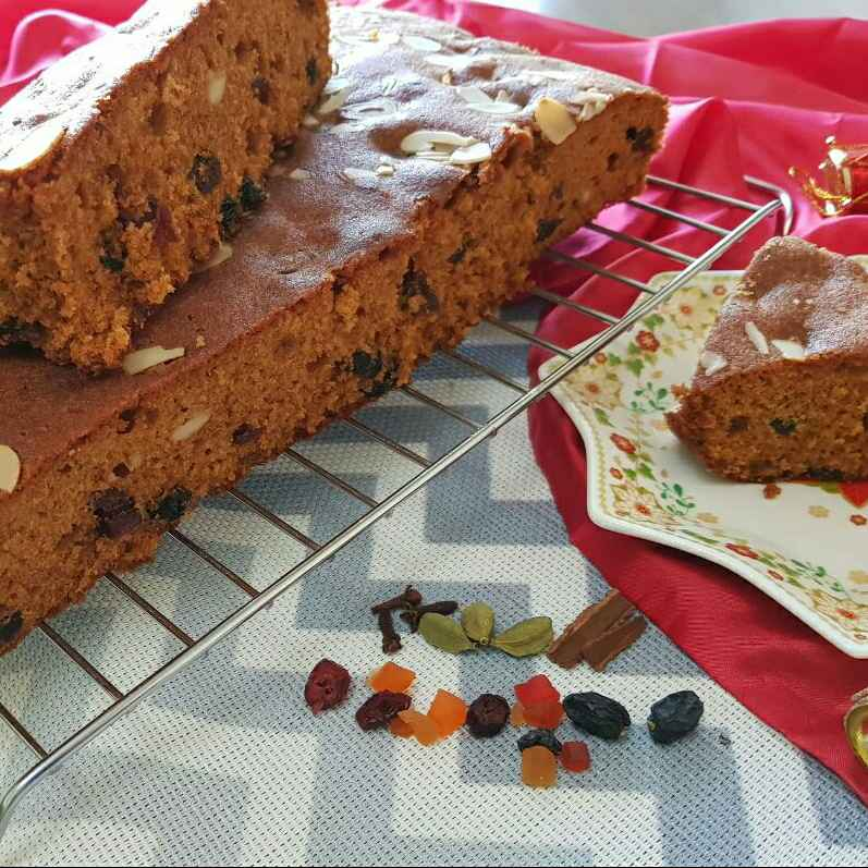 How to make Spice and Fruit Caramel Cake