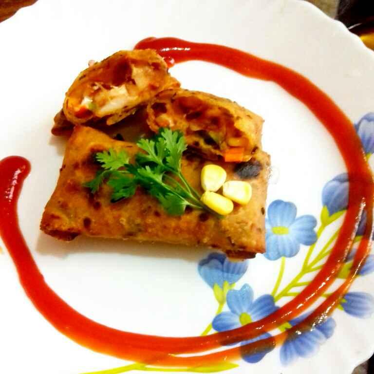 Photo of Leftover methi thepla se bane pizza pocket by Neha Mangalani at BetterButter