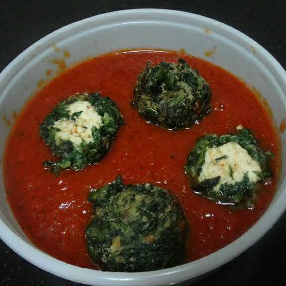 How to make Spinach Paneer Balls in Tomato Gravy