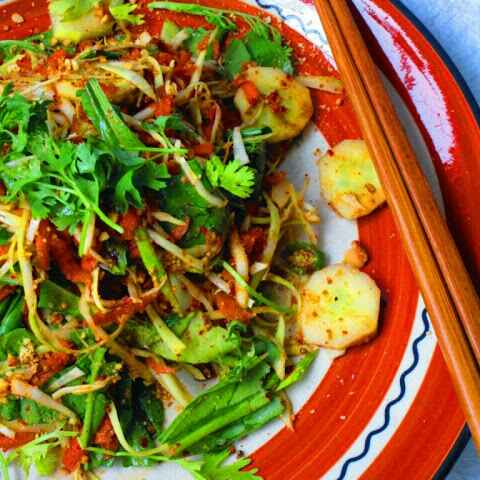 How to make Som Tum or Green Papaya Salad