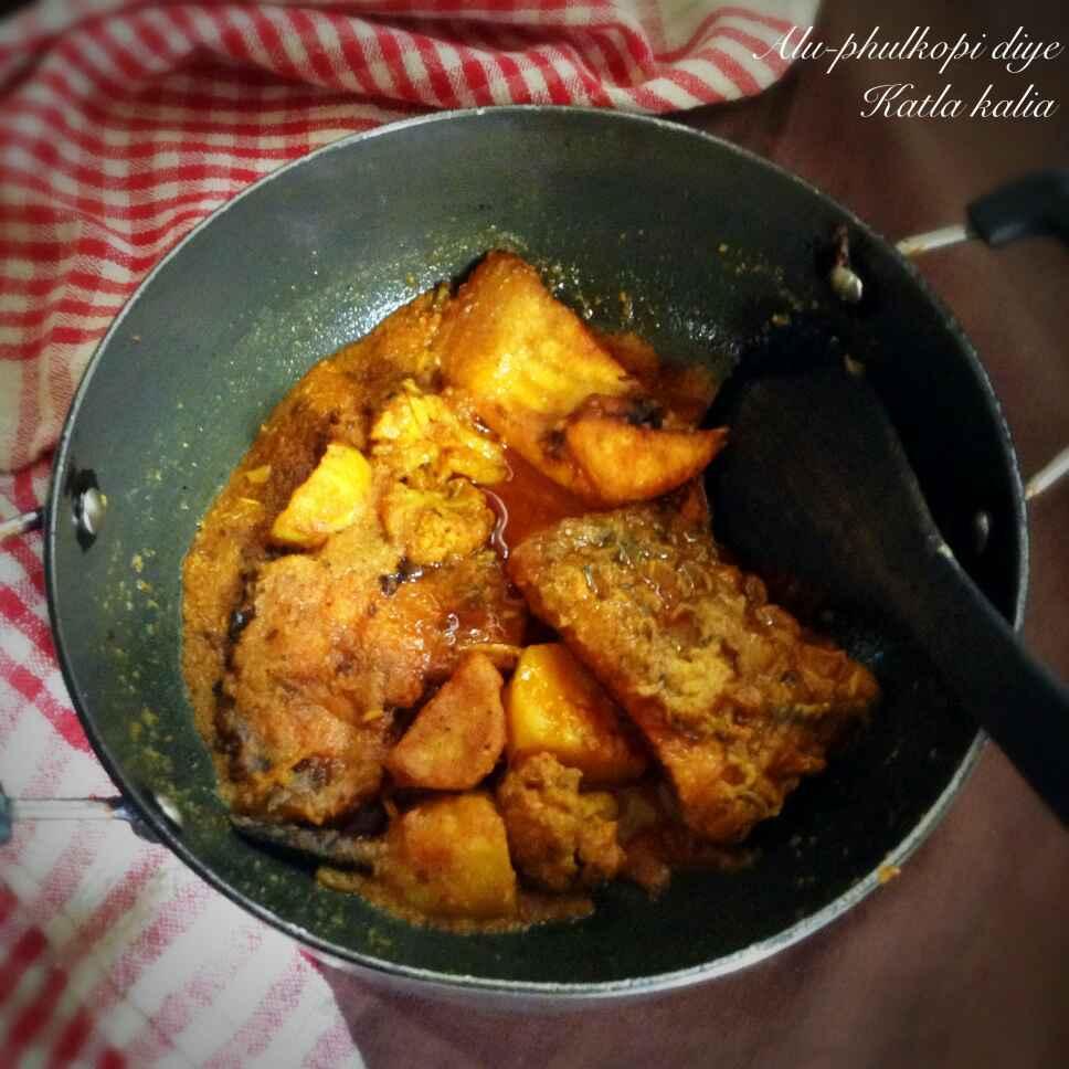 How to make Alu -Phulkopi diye katla kaliya |  Bengali style Katla fish with cauliflower and potato