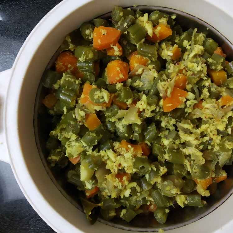 Photo of Beans carrot poriyal by nilopher meeralavai at BetterButter