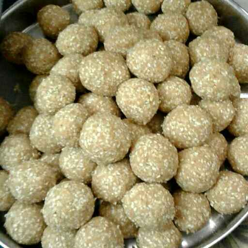 Photo of Til khoye ke laddu by Nishi Maheshwari at BetterButter