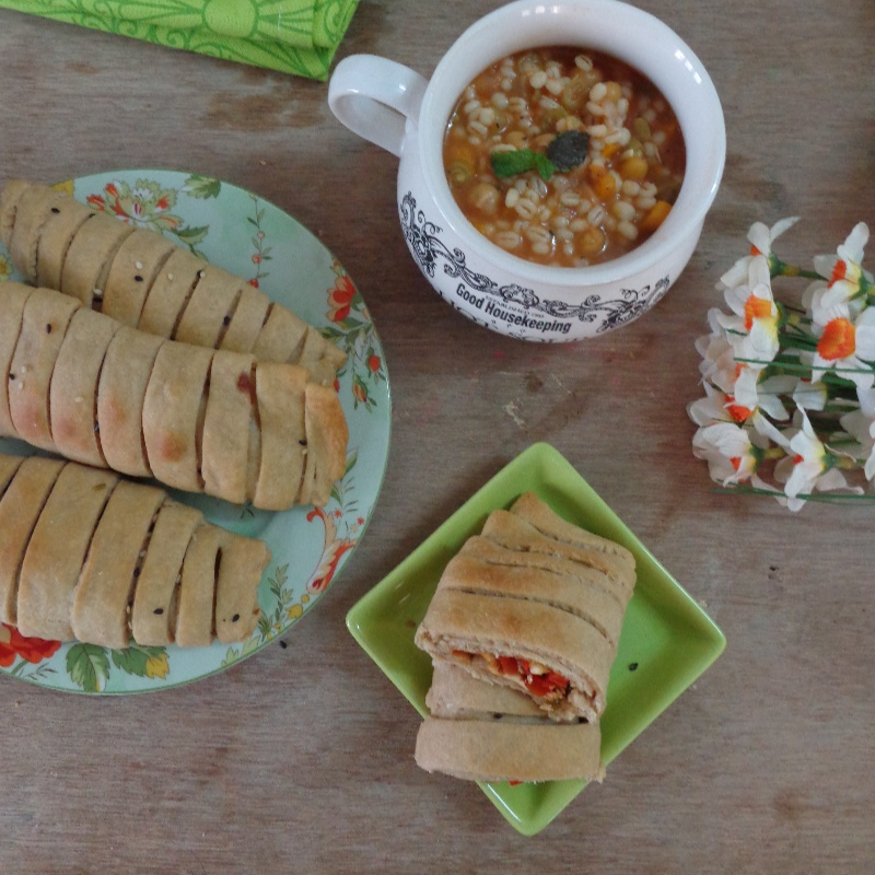How to make Capsicum and Paneer Stuffed Rolls