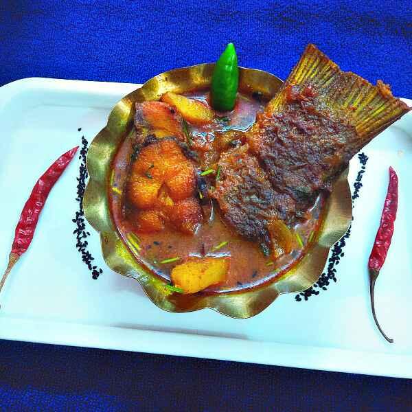 How to make Bengali macher jhol (fish curry)