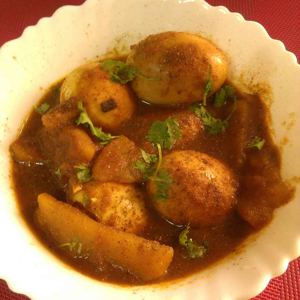 How to make Jhatpat Potato Egg Curry, Bengali style