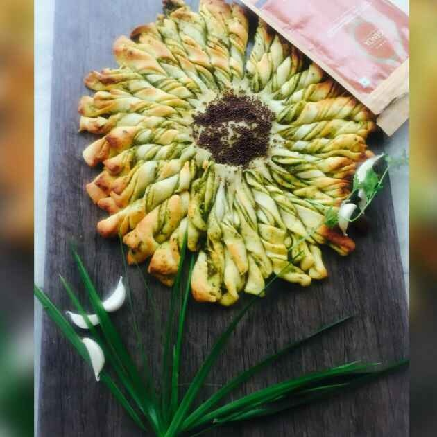 How to make Sunflower Garlic and Italian herbs Pull Apart bread