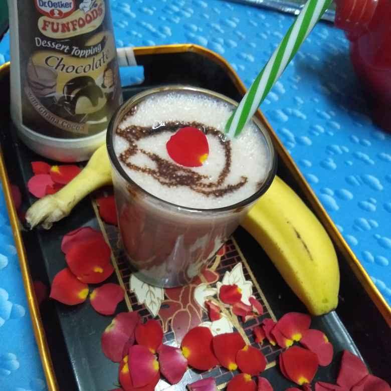 Photo of Chocolate banana milk shake by Pasumarthi Poojitha at BetterButter
