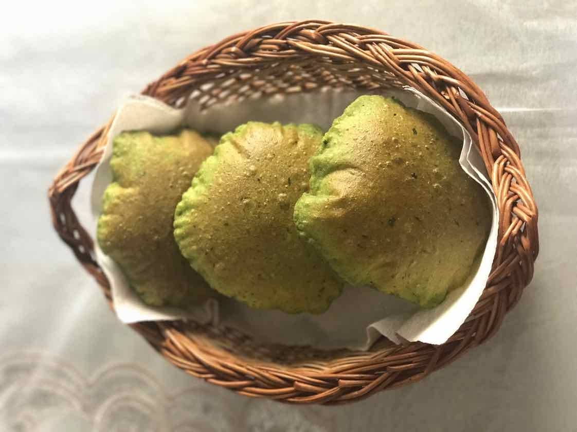 How to make Palak,Methi aur Curry Leaves ki Puri (Green Puri)