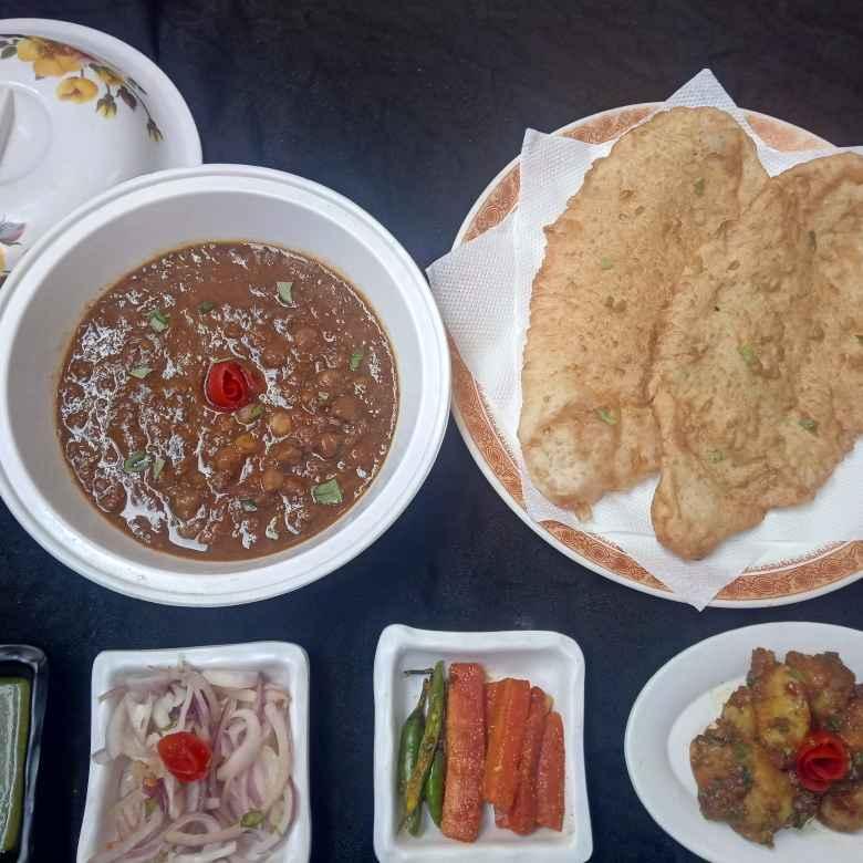 How to make परंपरागत नाश्ता अनारदाना छोले भटूरे विद मसाला आलू ट्विस्ट