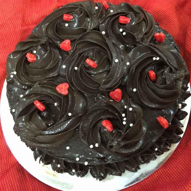 How to make चॉकलेट केक रोचर फेर्रारौ के साथ