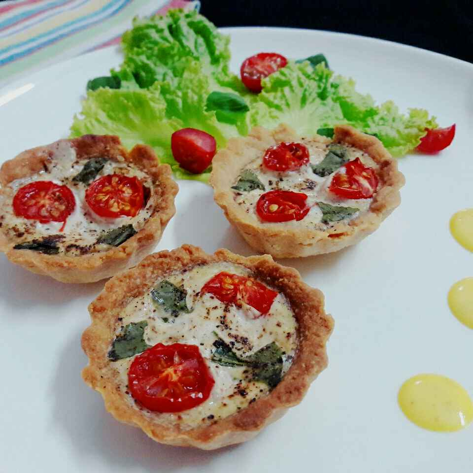 How to make Tomato basil tarts with Creamy saffron sauce