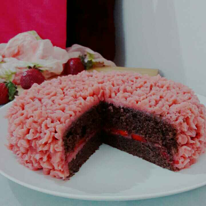 How to make Chocolate Cake with strawberry buttercream frosting