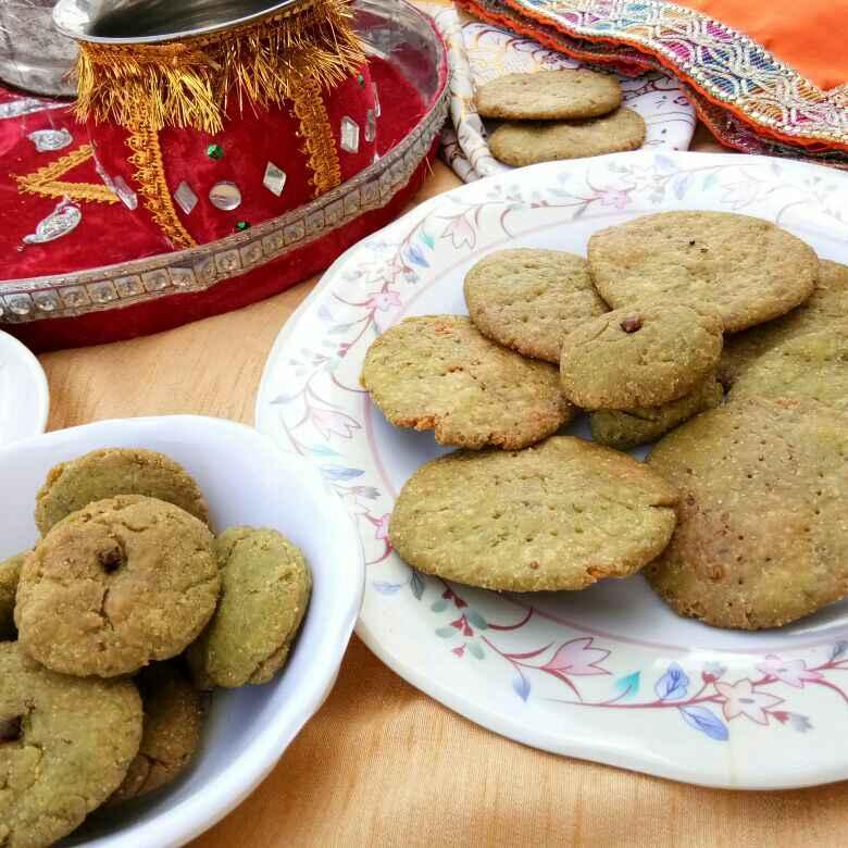 How to make हरी भरी मठरी