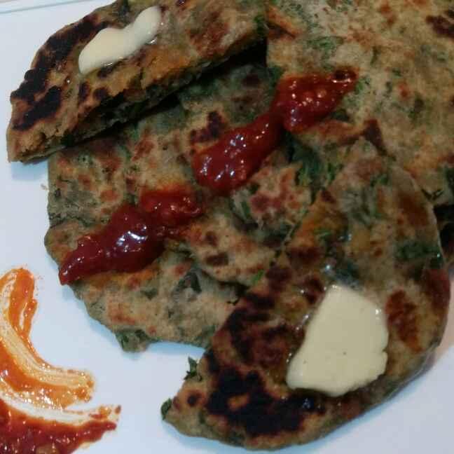 How to make Spinach Parantha with Schezwan Chutney
