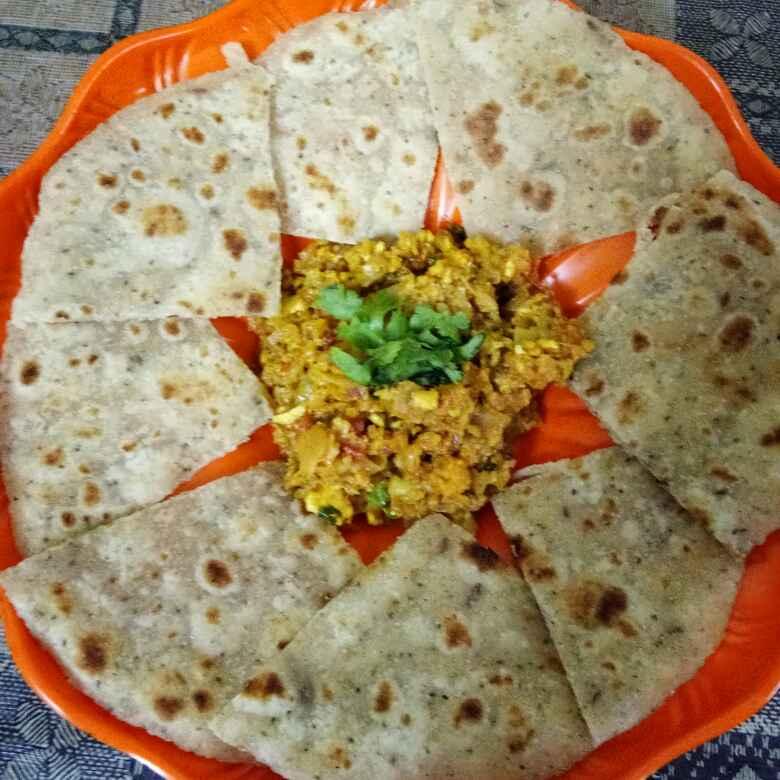 Photo of cauliflower keema with khasta roti by Preetika Verma at BetterButter