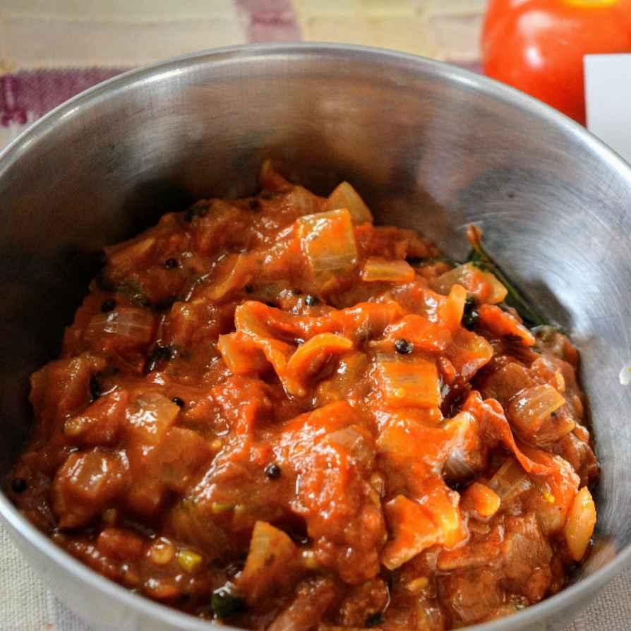 How to make Onion tomato pachadi